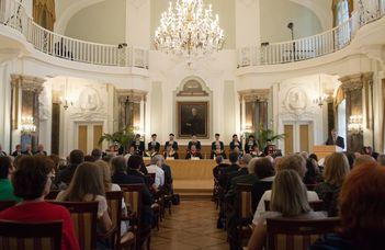 Az ELTE Társadalomtudományi Karának több dolgozója is egyetemi kitüntetést vett át